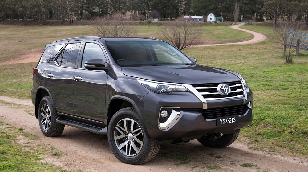 Fortuner_2016_vs_Everest_2015 (4).jpg