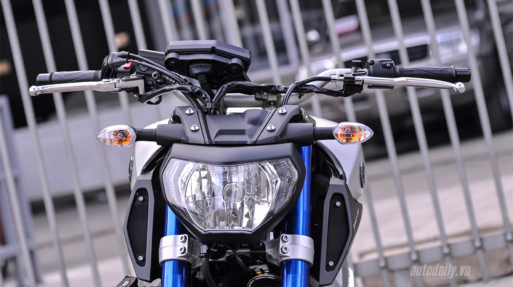Yamaha MT-09 2015 (15).jpg