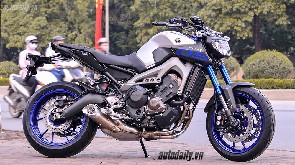Yamaha MT-09 2015 (8).jpg