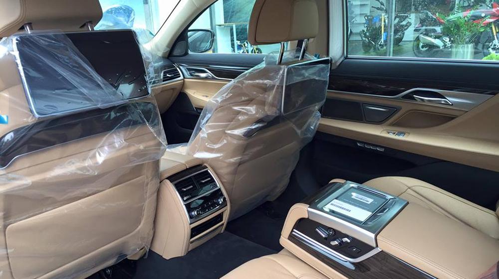 BMW 7-series 2016 (5).jpg