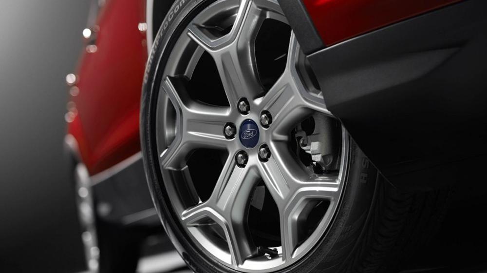 2017-Ford-Escape-Titanium-112-876x535 copy.jpg