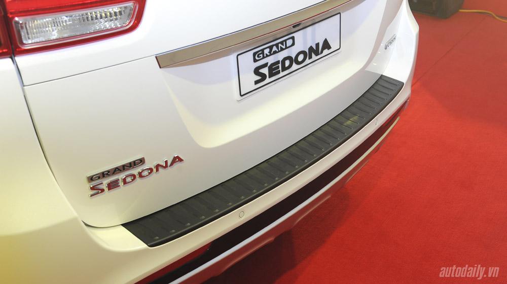Kia Sedona (19).jpg