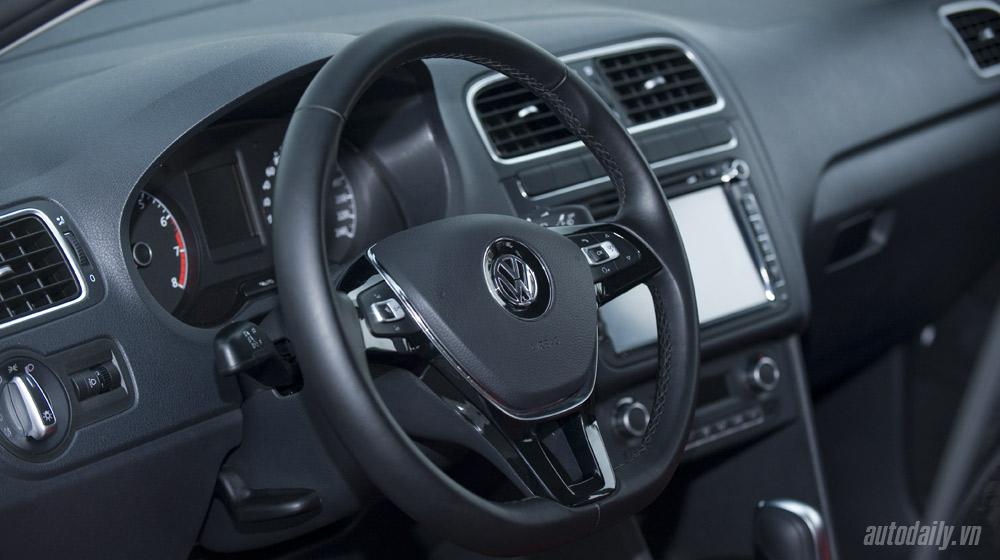 Volkswagen-Polo-Sedan-Test-Drive (22).jpg