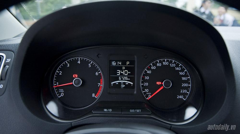 Volkswagen-Polo-Sedan-Test-Drive (31).jpg