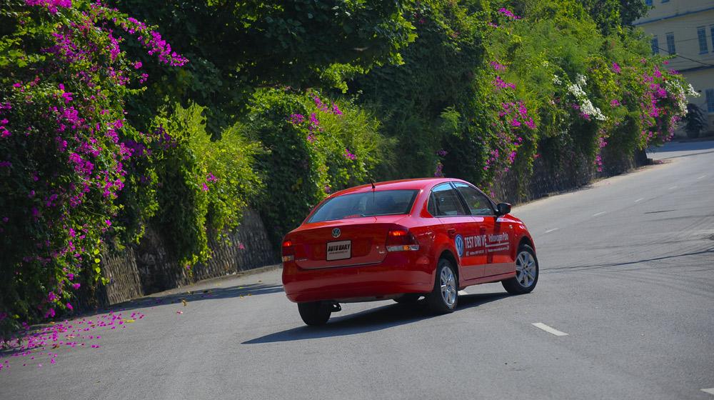 Volkswagen-Polo-Sedan-Trip (3).jpg