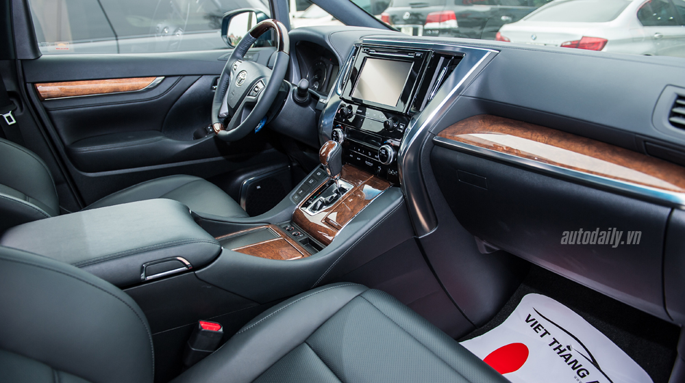 Toyota Alphard 2016 (27).jpg