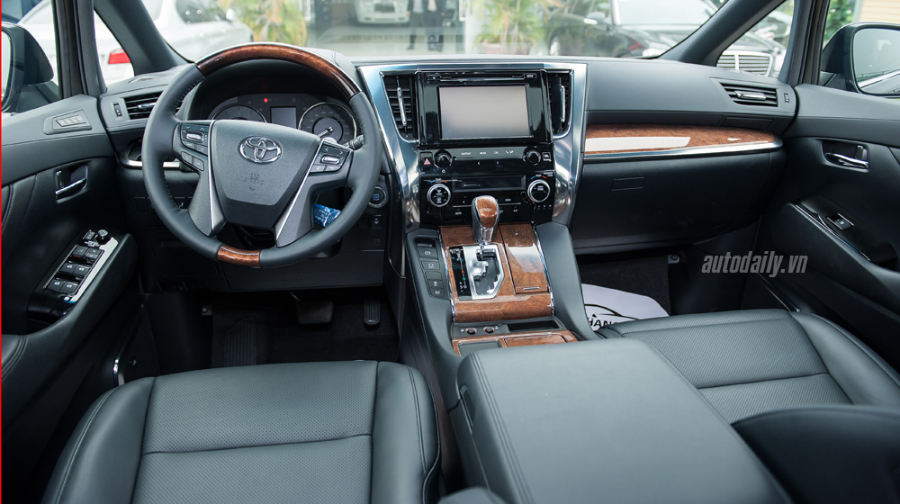 Toyota Alphard 2016 (28).jpg