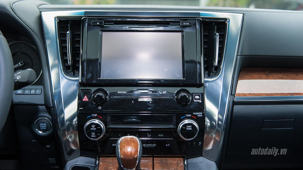 Toyota Alphard 2016 (29).jpg