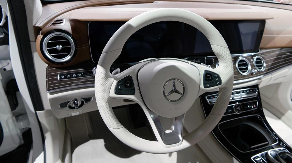 Mercedes E-Class 2016 (5).jpg