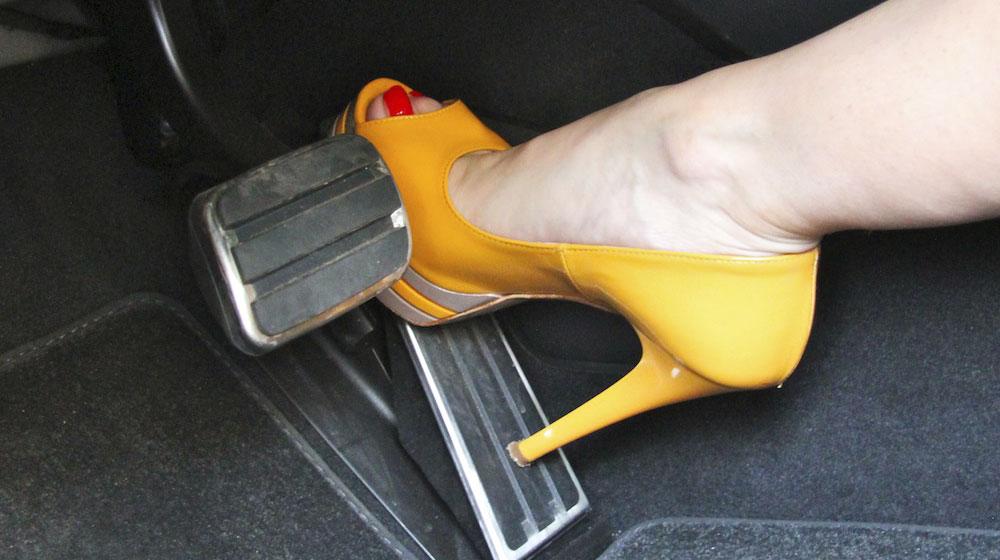 sexy-porsche-911-carrera-4s-video-08.jpg