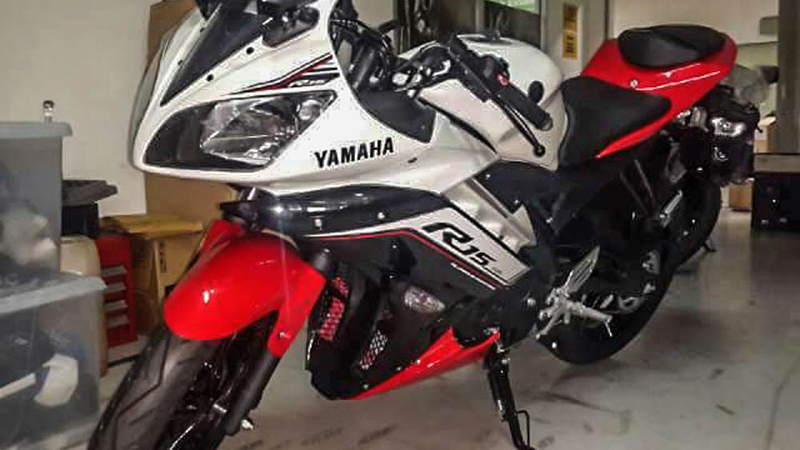 2016-Yamaha-R15-red-white-spied-in-Indonesia.jpg