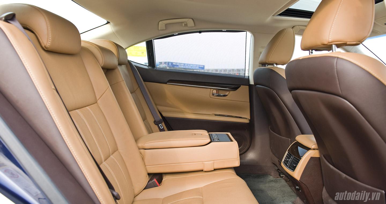 Lexus ES350 (74).jpg
