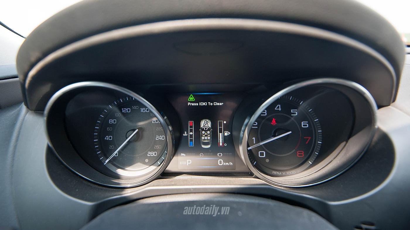 Jaguar XE Test Drive (24).jpg