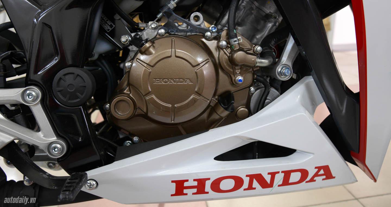 Honda CBR 150R 2016 3