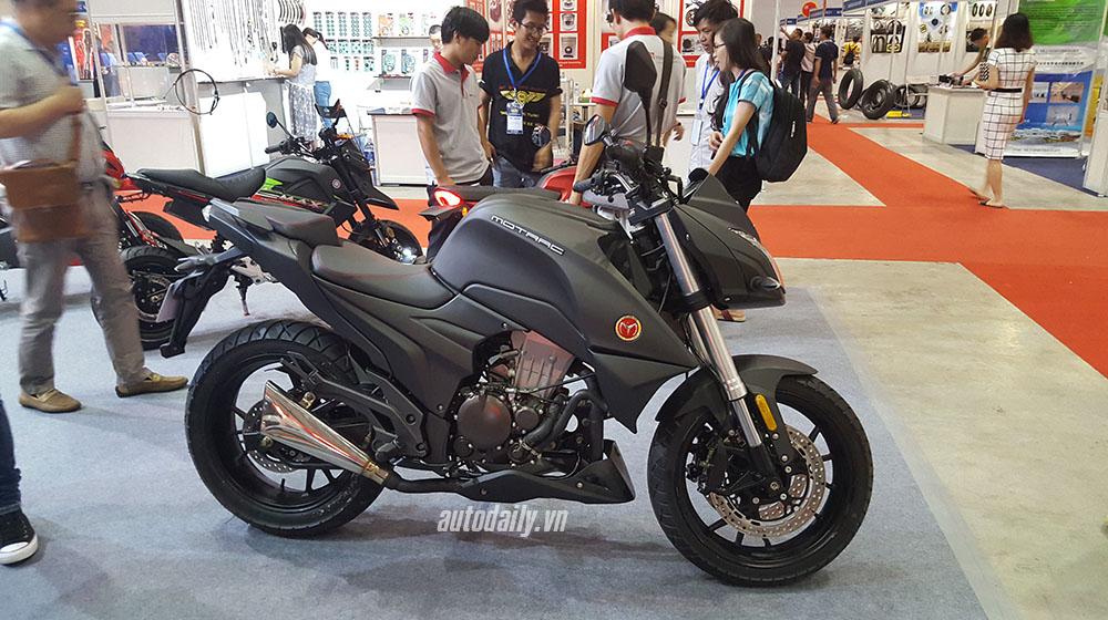 Kawasaki Z1000 (5).jpg