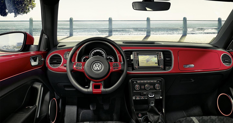 Volkswagen_Beetle_2016 (2).jpg