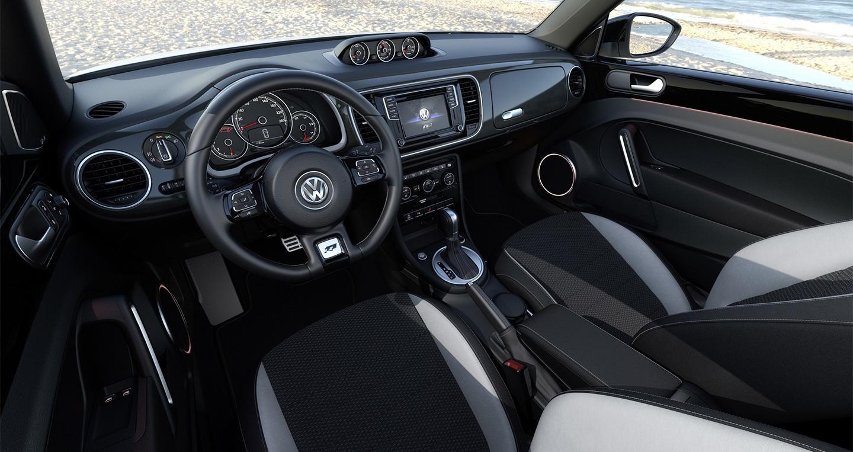 Volkswagen_Beetle_2016 (3).jpg