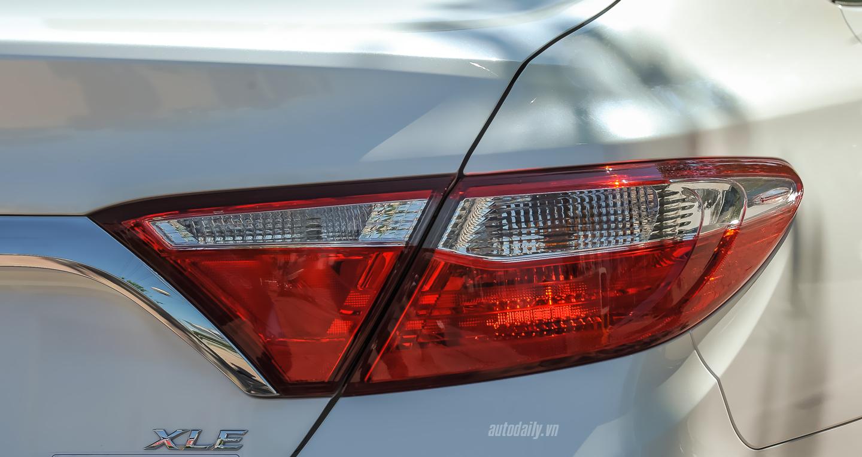 Toyota Camry XLE (23).jpg