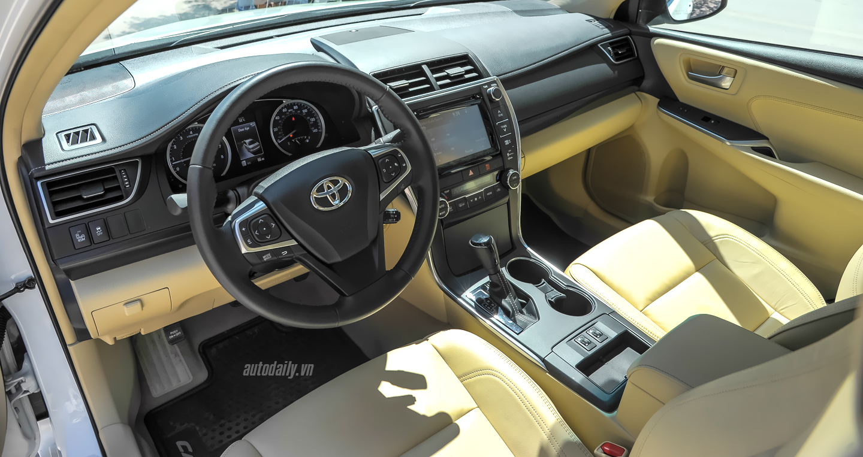 Toyota Camry XLE (29).JPG