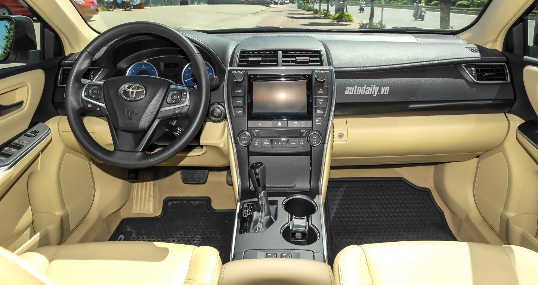 Toyota Camry XLE (32).jpg