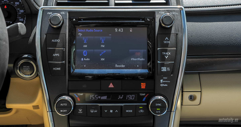 Toyota Camry XLE (34).JPG
