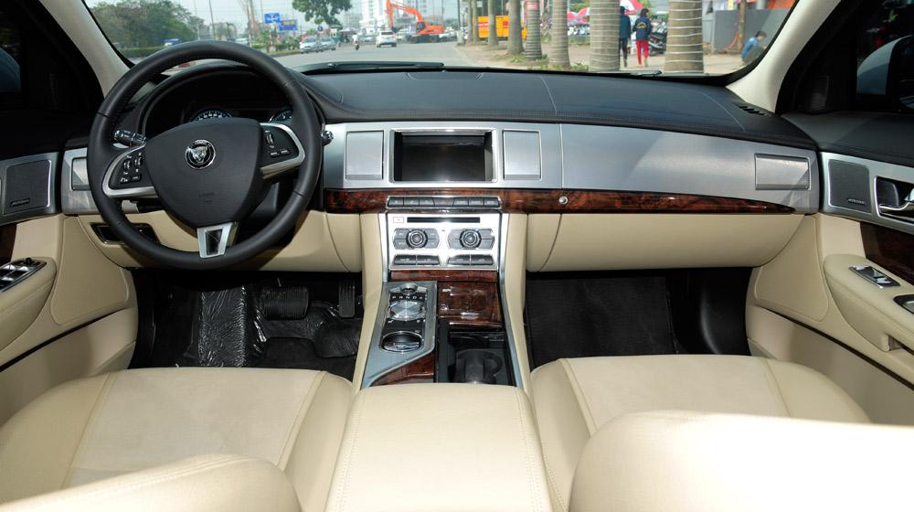 jaguar-XF-(2).jpg