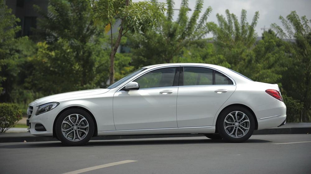 Mercedes-benz-C200-(21).jpg