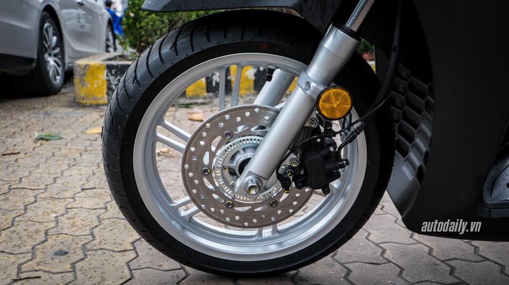 Honda SH300i Matte Black (5).jpg