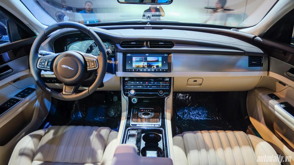 Jaguar XF (11).jpg