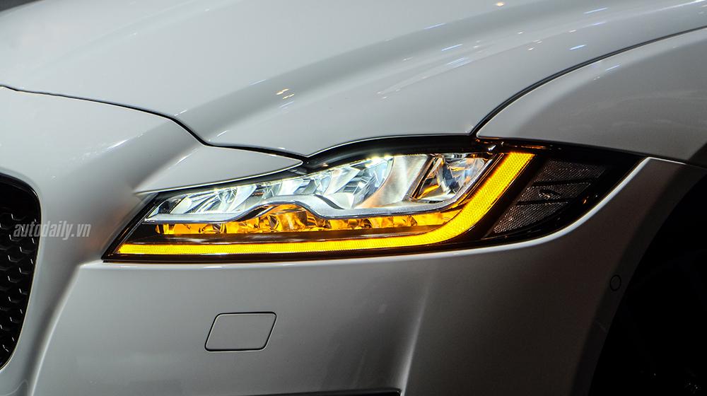 Jaguar XF (17).jpg