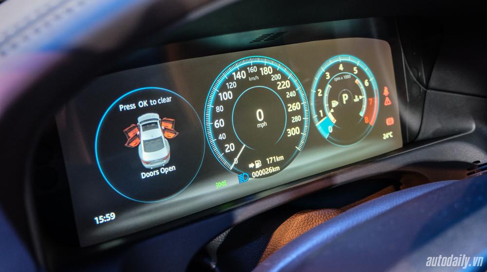 Jaguar XF (8).jpg