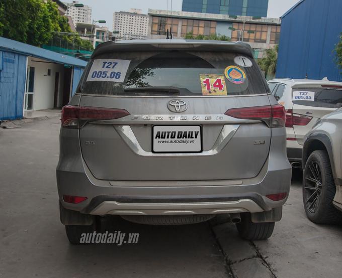 Cận cảnh Toyota Fortuner 2016 vừa xuất hiện trên đường phố Hà Nội 11