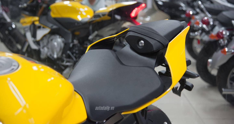 Yamaha YZF-R1 bản kỉ niệm 60 năm đã có mặt tại Hà Nội với bản màu vàng (1).JPG