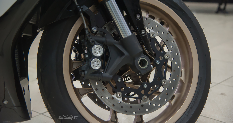 Yamaha R1 (4).JPG