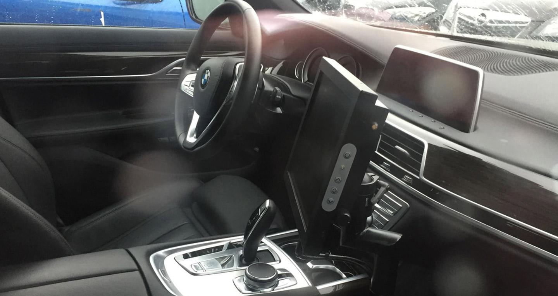 2017-BMW-5-Series-interior-dashboard-spy-shot.jpg