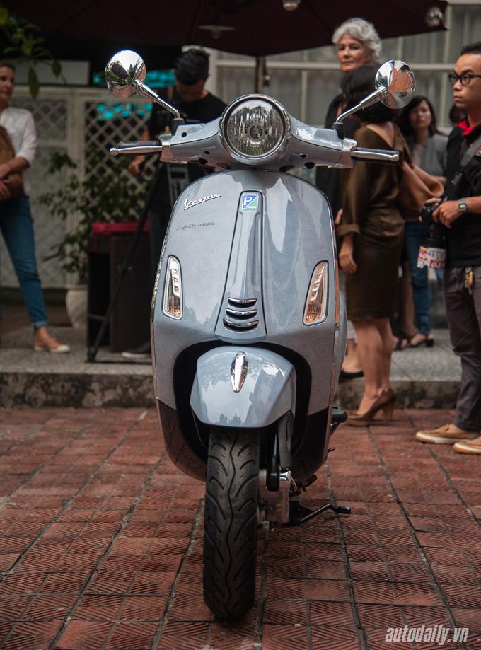 Cận cảnh xe Vespa Primavera làm từ vỏ trứng độc nhất Việt Nam