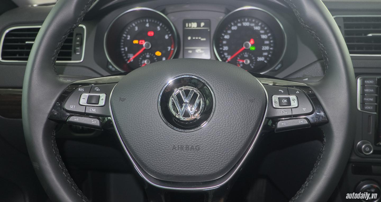 Volkswagen_Jetta (12).jpg