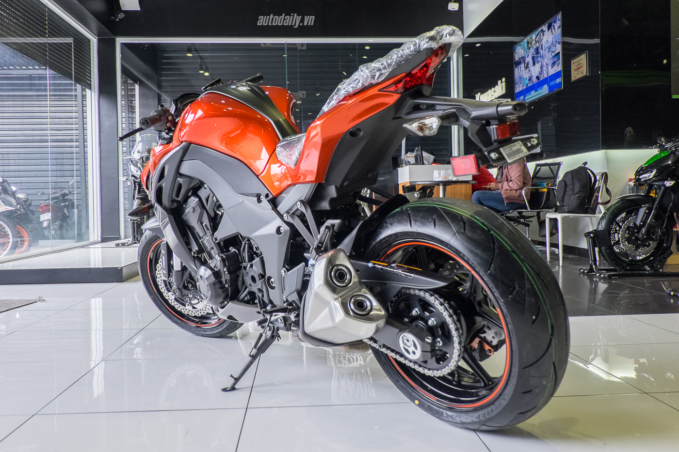 Kawasaki ra mắt tại Việt Nam với 2 bản: Z1000 2017 và Z1000 R Edition 20177-3.jpg