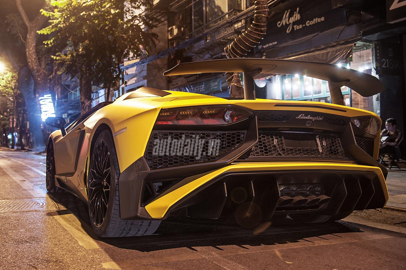 aventador-roadster-autodaily-17.jpg