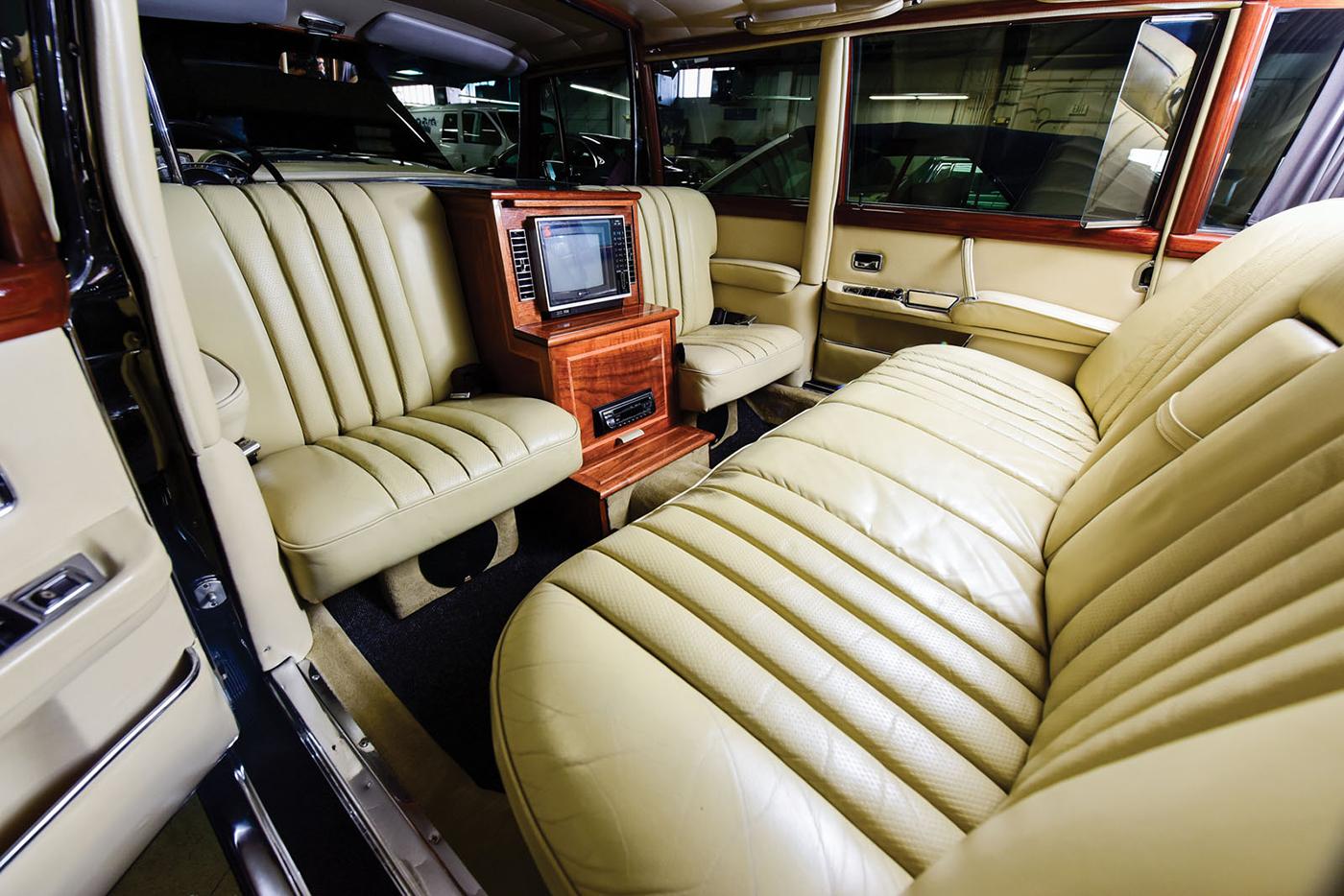 mercedes-benz-600-pullman-1968-9.jpg