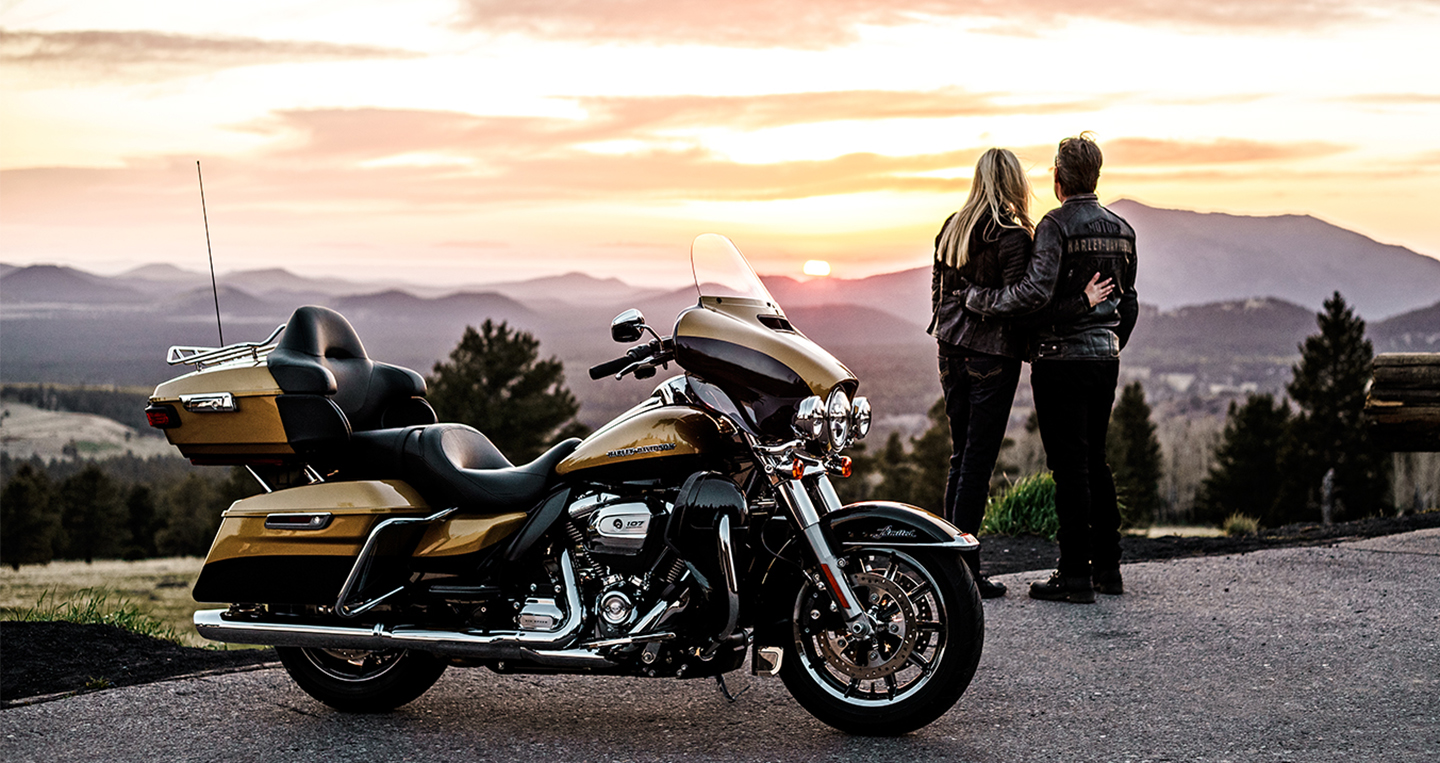 electra-glide-ultra-limited-life-style.jpg