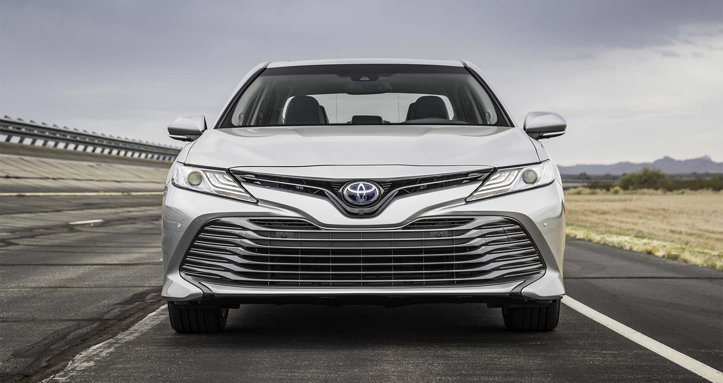 2018-toyota-camry-hybrid-xle-front-end.jpg