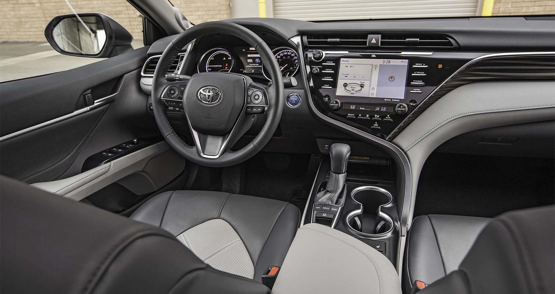 2018-toyota-camry-hybrid-xle-interior.jpg