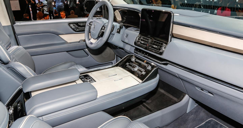 2018-lincoln-navigator-interior.jpg