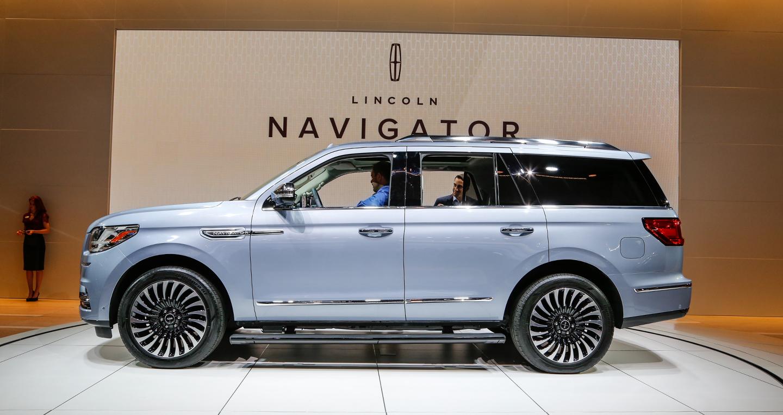 2018-lincoln-navigator-side.jpg
