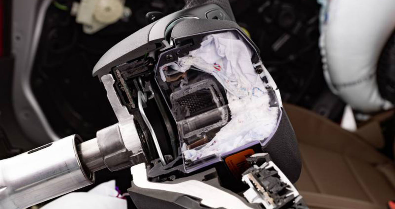 airbag-inside-a-steering-wheel-photo-by-mercedes-benz.jpg