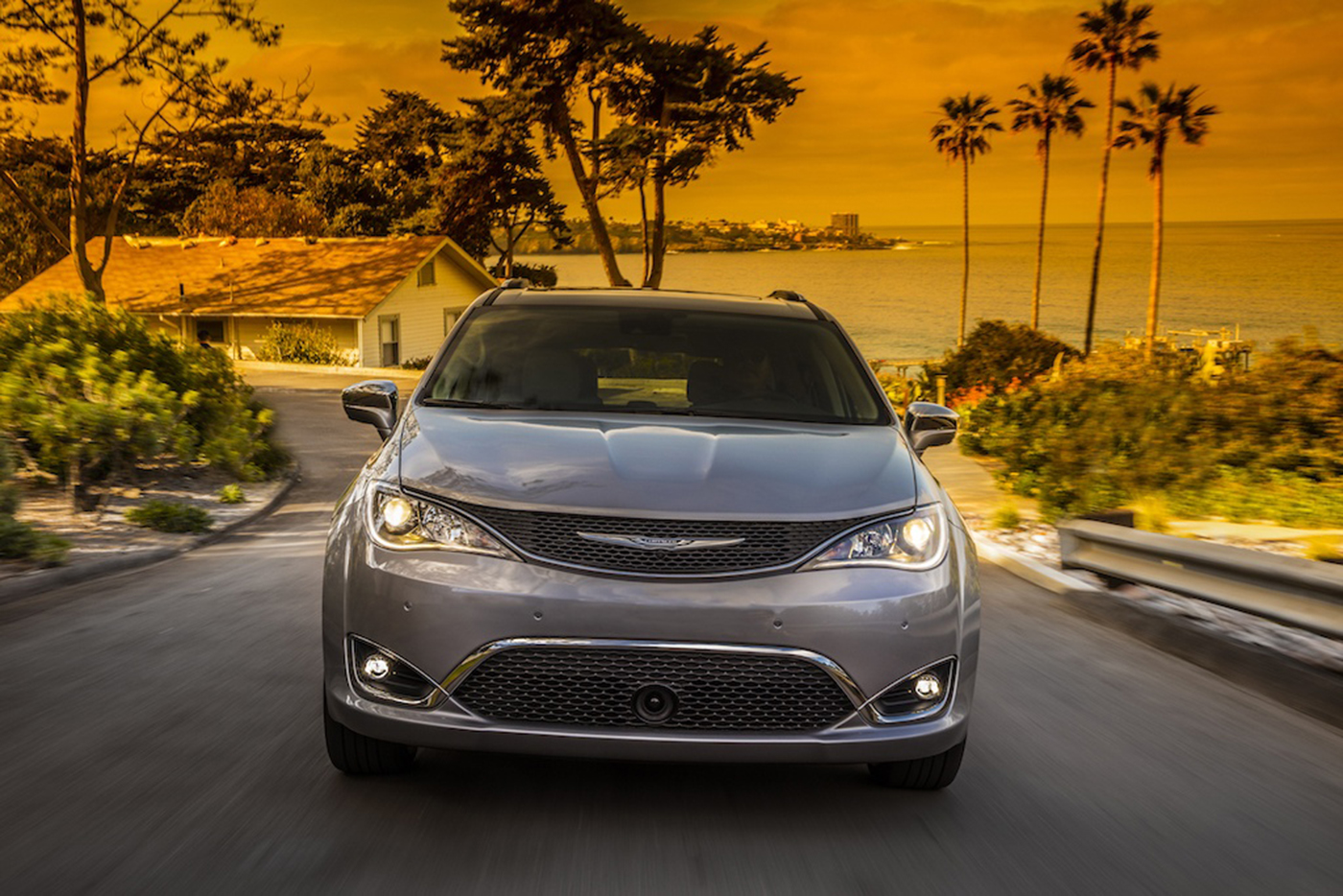 chrysler-pacifica-2017.jpg