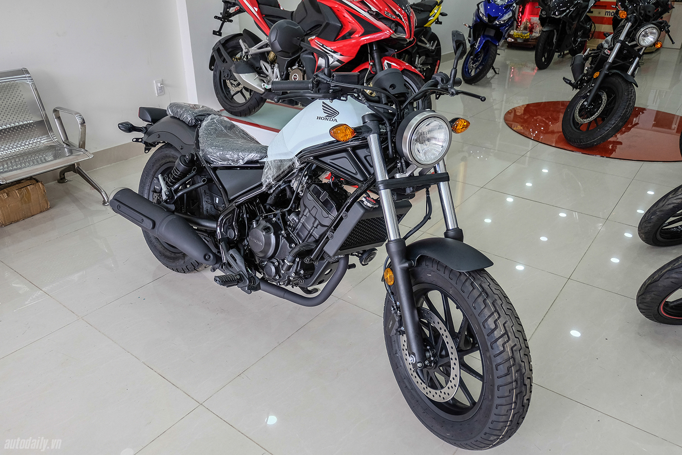 honda-rebel-300-abs-2017-3.jpg