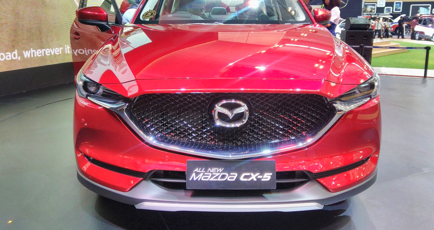 2017-mazda-cx-5-2nd-gen-front-at-the-2017-giias.jpg