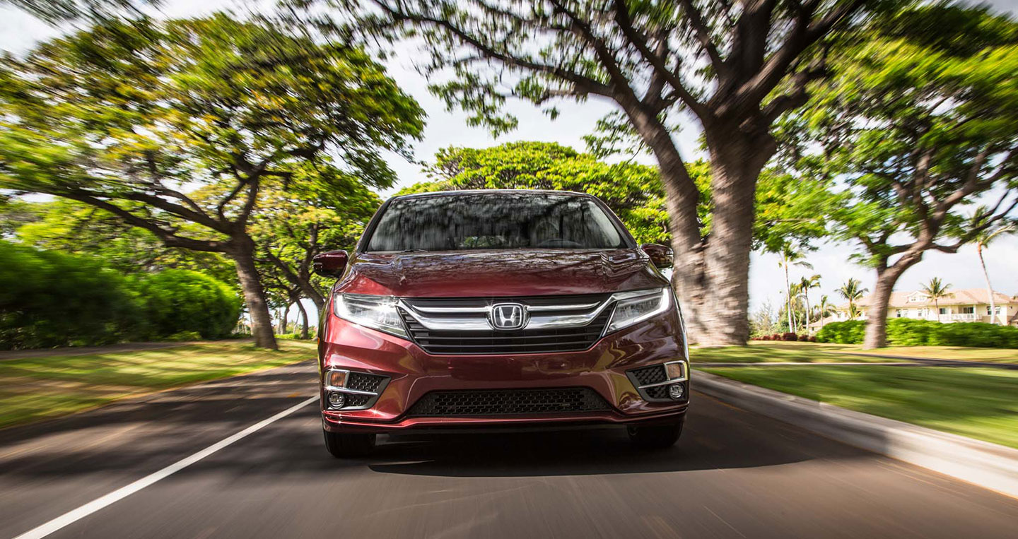2018-honda-odyssey-front-end-in-motion.jpg